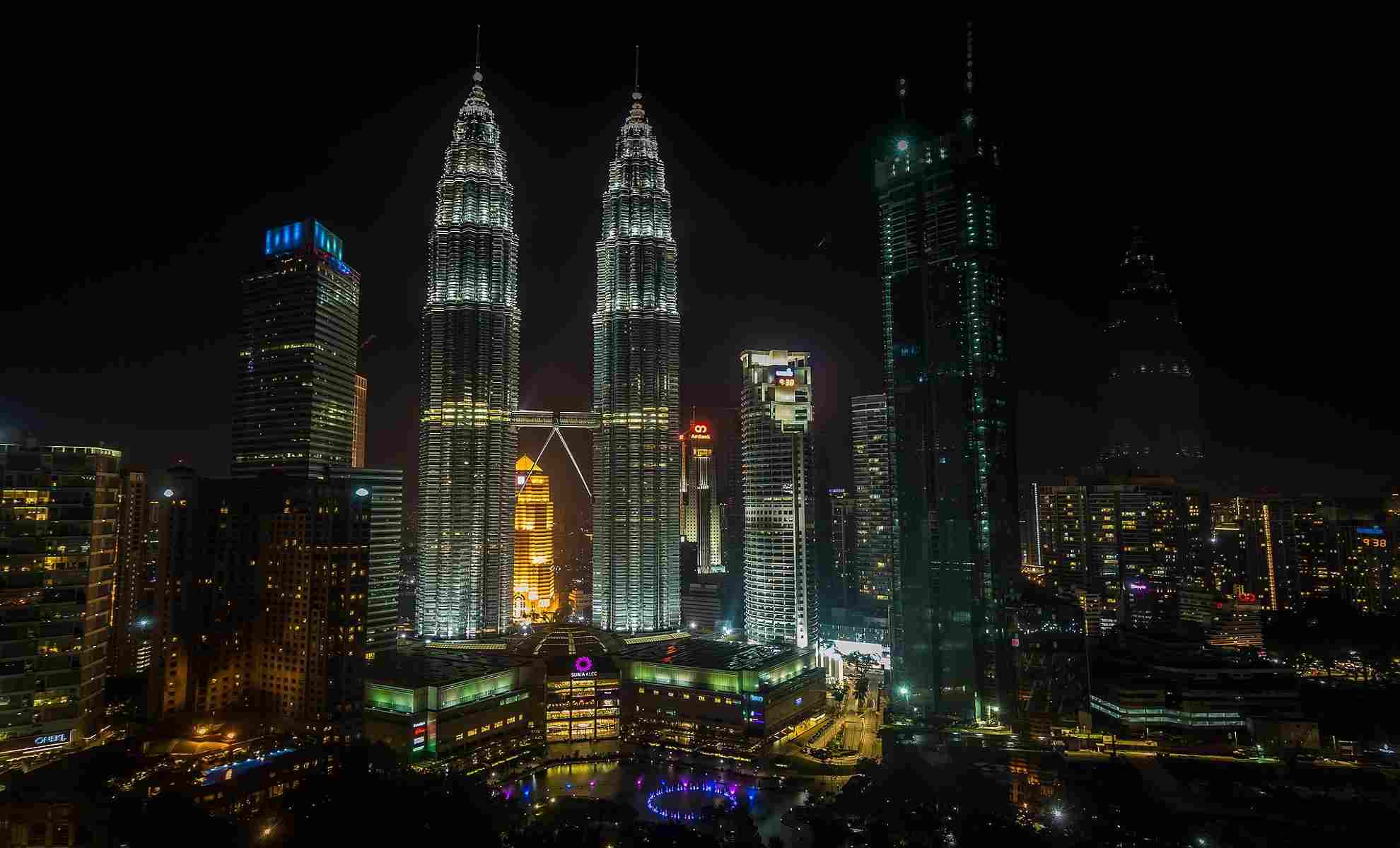 kl twin tower nightview